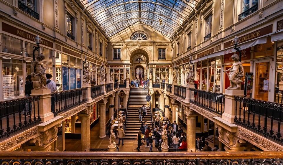 França: Se escolher Nantes em vez de Paris, vai poder alcançar uma poupança até 32% no preço da sua estadia. Aqui pode encontrar um quatro duplo num hotel de três a quatro estrelas por 78€.