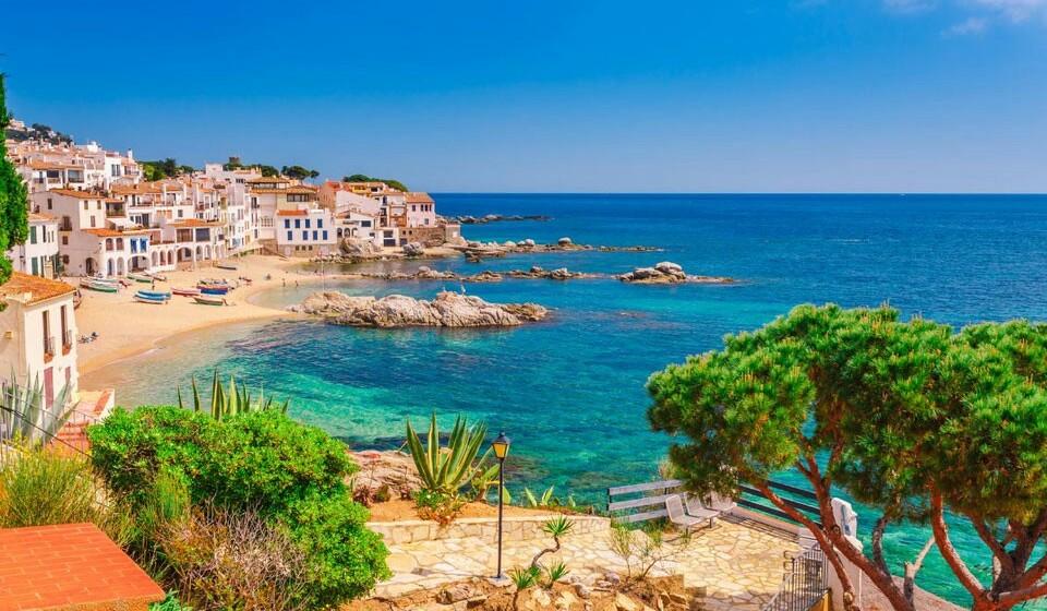Calella de Palafrugell (Espanha) - Localizada na província de Girona. A Calella de Palafrugell é uma bela e encantadora vila piscatória que ainda mantém o charme de antigamente.