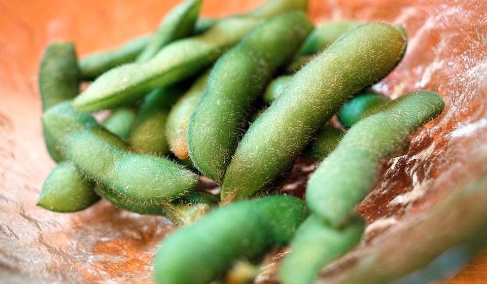 Edamame - Estes feijões de soja mais pequenos são tradicionalmente comidos no Japão, como forma de acompanhamento de outros alimentos. Uma taça de edamame tem mais potássio que uma banana. Também são uma excelente fonte de vitamina K, magnésio e magnésio.