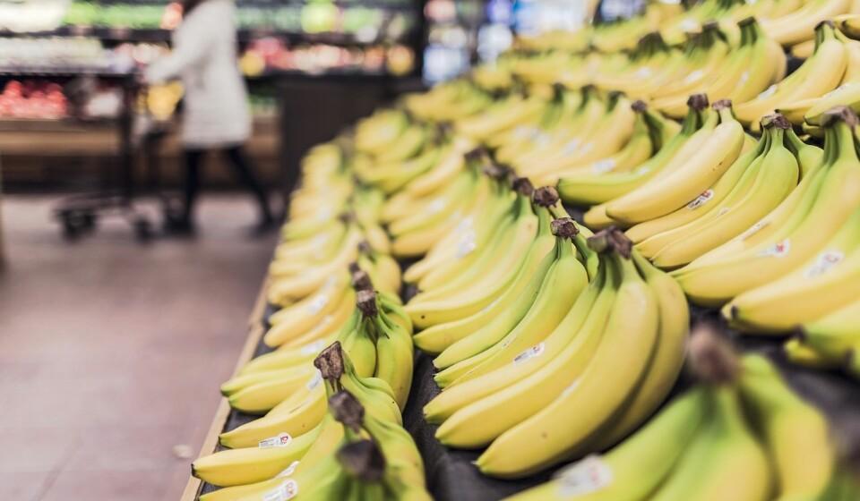 Bananas - As bananas são uma das frutas mais populares do mundo, mas são compostas por 23% de hidratos de carbono, tanto em forma de amidos ou açúcares. As bananas são ricas em potássio, vitamina B6 e vitamina C.