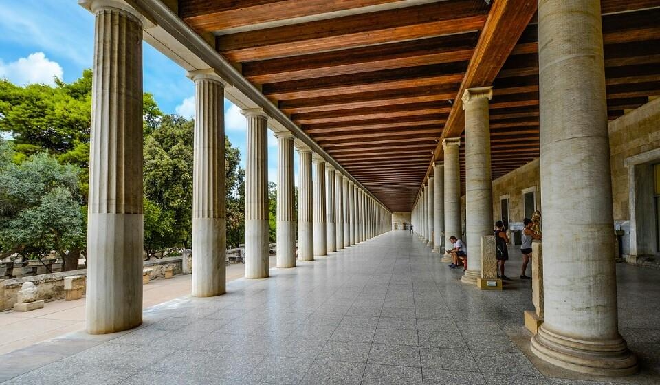 Museu da Acrópoles, Atenas, Grécia - Este museu moderno encontra-se mesmo aos 'pés' da Acrópoles e é a casa de um importante espólio de estátuas e de outras formas de arte típicas na Grécia Antiga. (Foto: Pixabay).