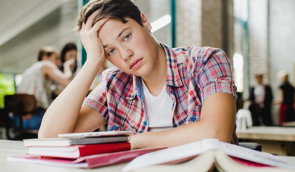 Para combater o stress e a ansiedade que surge com a entrada na faculdade, utilize um conjunto de técnicas apresentadas pela Universidade Estatal de Ball, EUA. Com estas dicas vai ver que vai ser mais fácil combater o stress e enfrentar os anos de estudante que se aproximam.
