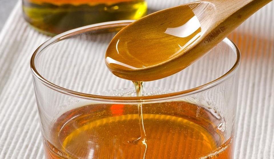 Xarope de agave - Esta planta é de origem mexicana e o seu interior funciona como um bom substituto do açúcar. O agave é de uma cor amarelada, tem um odor bastante agradável e apresenta uma textura bastante semelhante à do mel. O agave tem menos calorias que o adoçante e é mais doce também.