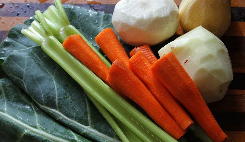Legumes espiralizados - Quando os legumes são cortados como se fossem espirais, para além de ficarem muito parecidos com o macarrão, têm menos 10% de hidratos de carbono e são ricos em fibras, vitaminas e minerais importantes.