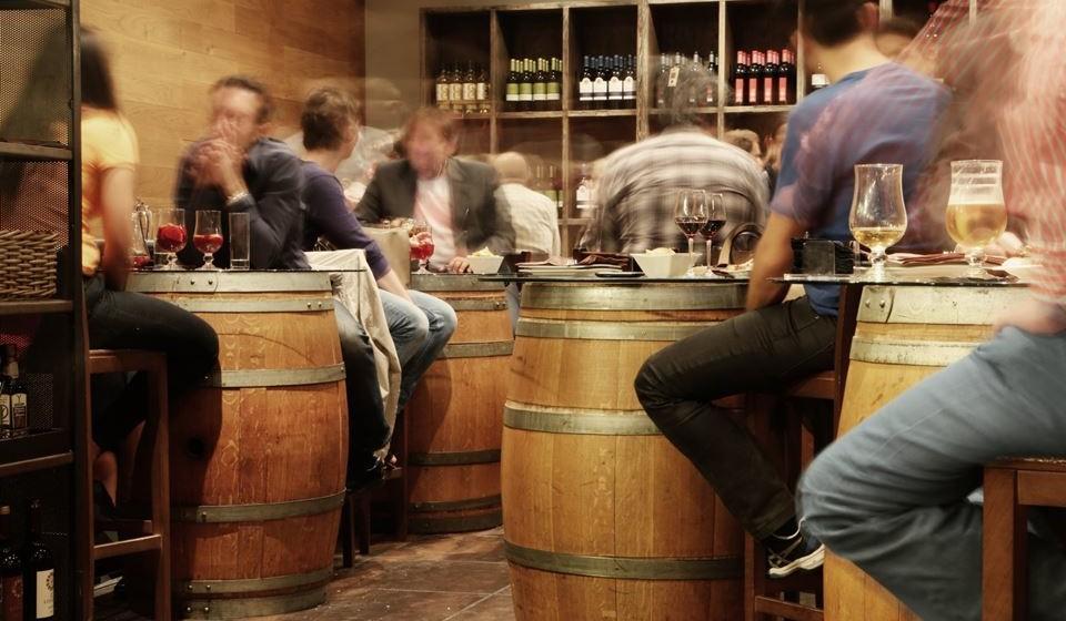 Localista - Estas pessoas querem ter experiências gastronómicas e enológicas em restaurantes e bares locais, de forma a terem uma vivência distinta e muito próxima do local onde se encontram.