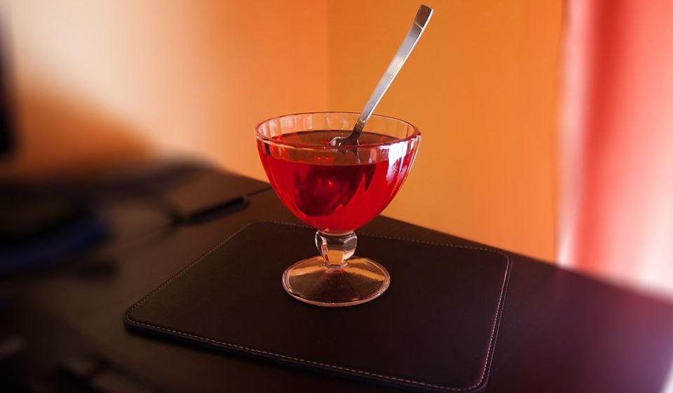 Gelatina - Por alguma coisa a gelatina é indicada para quem quer fazer dieta e é oferecida nos hospitais. Em 100 gramas de gelatina são apenas encontradas 84 calorias.