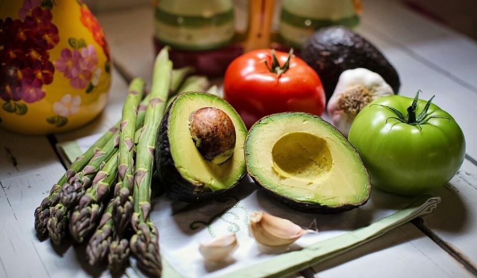 Abacate - Este tem inúmeros benefícios para a saúde pois é rico em vitamina C, potássio, magnésio, vitamina E e vários complexos da vitamina B. No que toca às fibras, o abacate tem cerca de 6,7%.