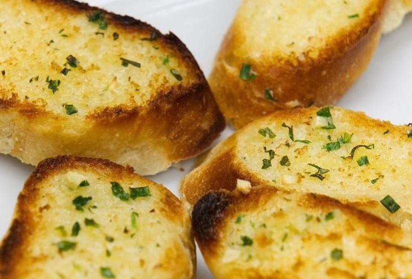 Não é só nas torradas e nas sandes. Este é um ingrediente muito presente na cozinha portuguesa, pois confere textura e sabor aos pratos. No entanto, existem alternativas mais saudáveis. Conheça algumas.