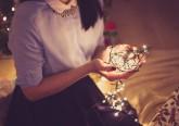 O Natal está à porta e é tempo de começar a preparar a casa. Deixamos-lhe algumas dicas para dar um toque pessoal e original à decoração deste ano.