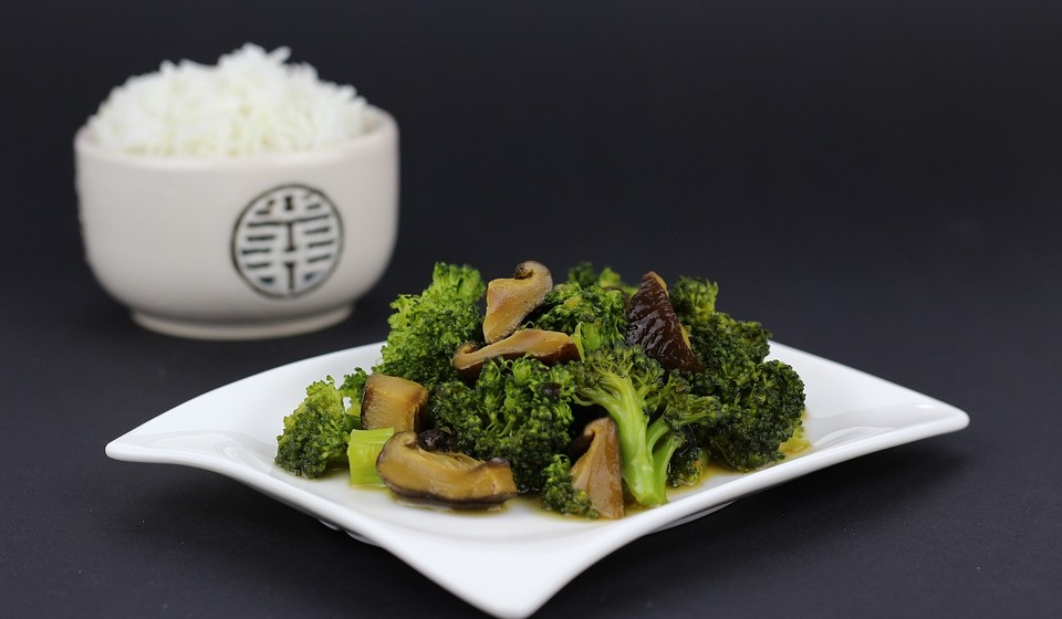 Vegetais de folha escura, como espinafres, brócolos, rúcula ou agrião são ricos em magnésio.