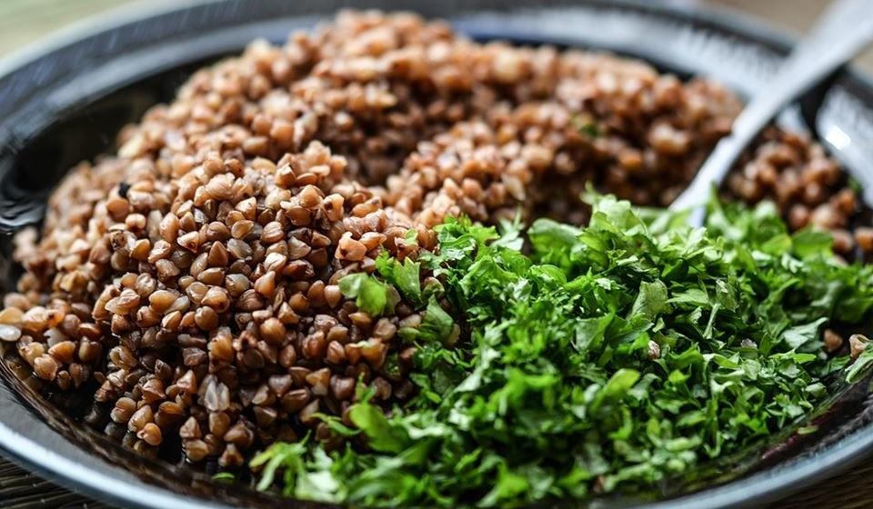 Os cereais integrais também devem entrar numa dieta saudável. No caso do magnésio, 28 gr de trigo mourisco, por exemplo, é portador de 16% da dose diária recomendada. A aveia, o centeio e a quinoa também são ricos em magnésio.