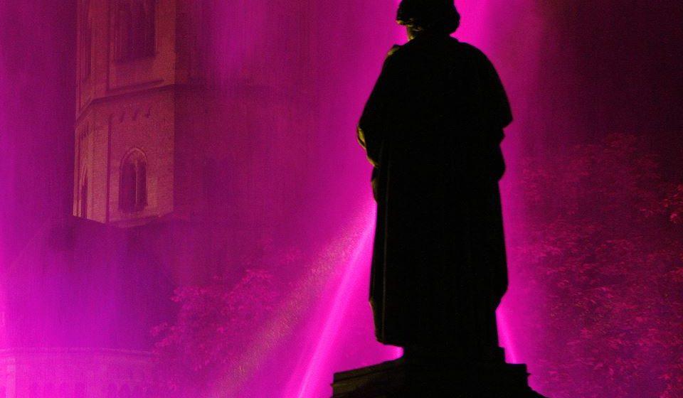 Estátua de Beethoven em Bona com espectáculo de luz@ Michael Sondermann