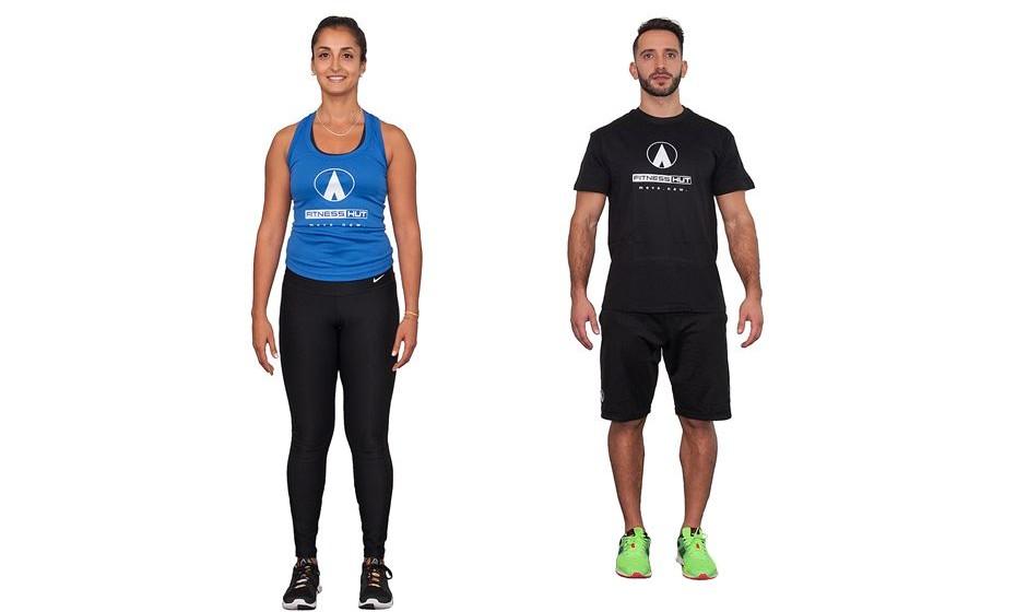 """2) 50 jumping jacks - Em pé, em estilo """"tropa"""", afaste os pés juntando as mãos sobre a cabeça e volte à posição inicial."""