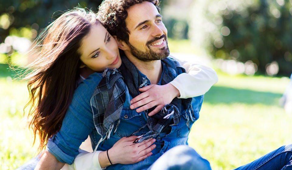 É preciso também aumentar o conhecimento sobre o casal e os seus desafios. É preciso refletir, de modo a encontrar soluções, compreendendo que não há relações perfeitas, que com o tempo é preciso redescobrir e reposicionar o amor.