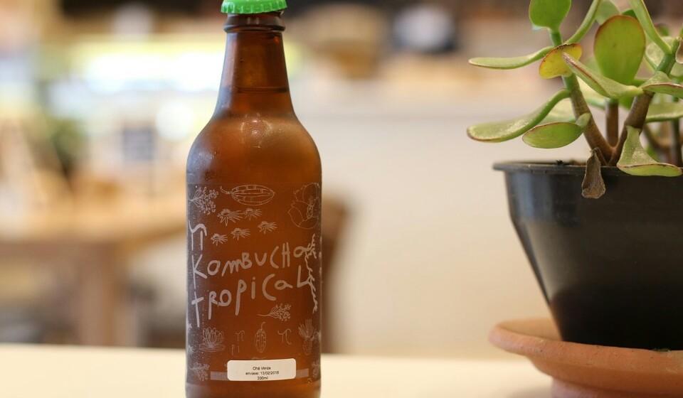 Kombucha - Este é feito através de chá fermentado. Normalmente é feito com chá preto ou verde.