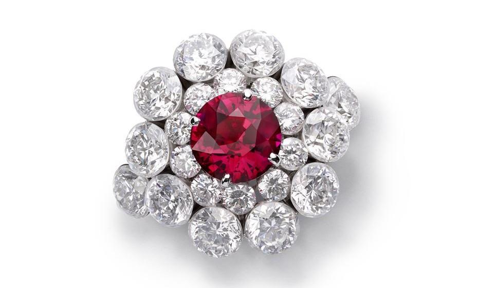 Anel de rubi e diamantes