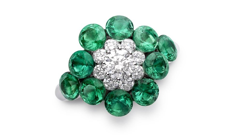 Anel de diamantes e esmeraldas