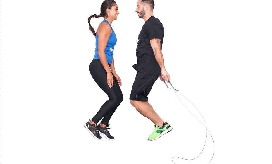 4) 50 saltos à corda em dupla - Aproxime-se do seu parceiro e realize 50 saltos com a corda.