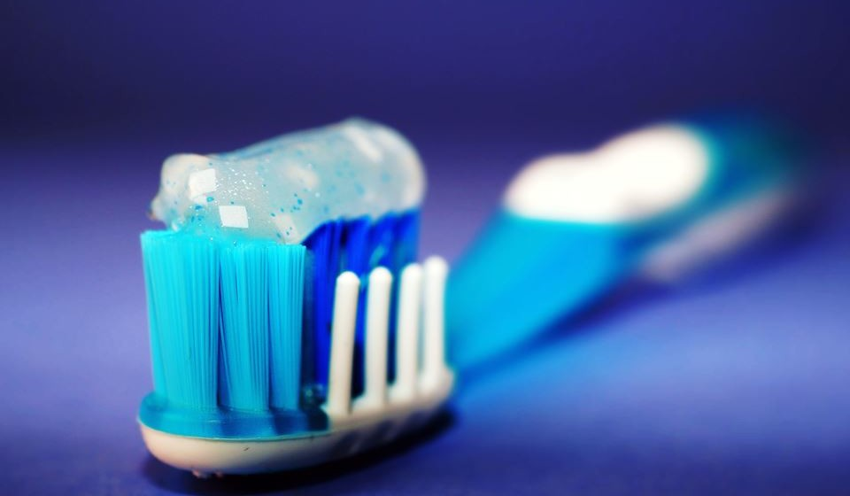 Mais de um terço dos portugueses adultos não escova os dentes como recomendado, indicaoestudo'Hábitos de higiene oral em Portugal'. No dia emque se assinala oDia MundialdaSaúde Oral, 20 de março, revejaalguns conselhos da Ordem dos Médicos Dentistas de Portugal para uma boa prevenção e higiene oral.