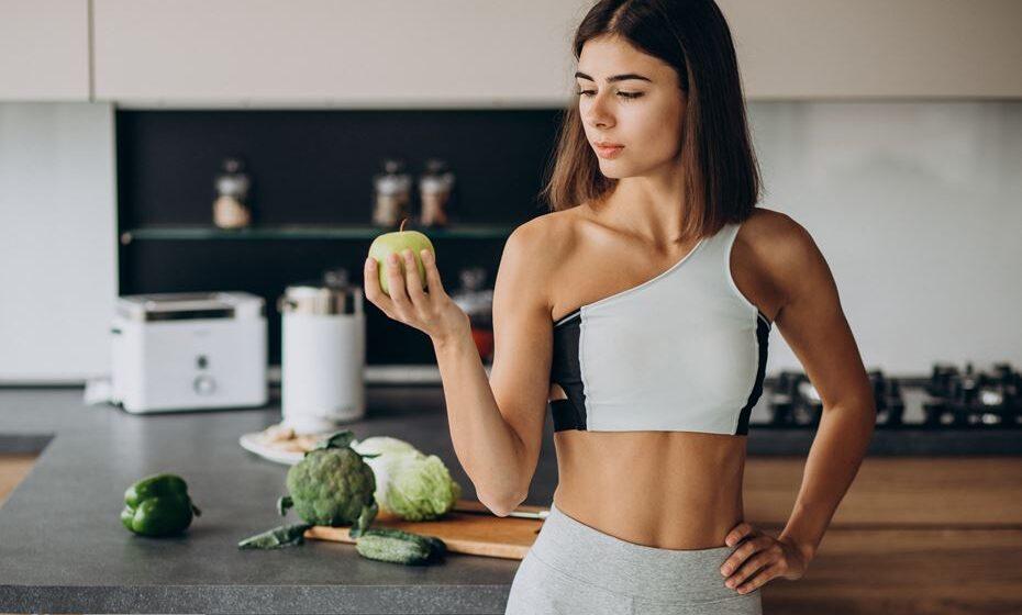 Para ganhar músculo e perder gordura é preciso de ter uma alimentação rica em proteínas e que seja variada. A proteína ajuda a esculpir o músculo e, ao mesmo tempo, ajuda na perda de peso, pois tem um efeito térmico maior que os hidratos de carbono.