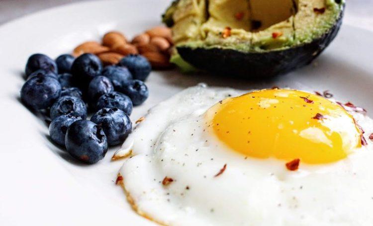 Um ovo por dia não aumenta risco de doença cardíaca