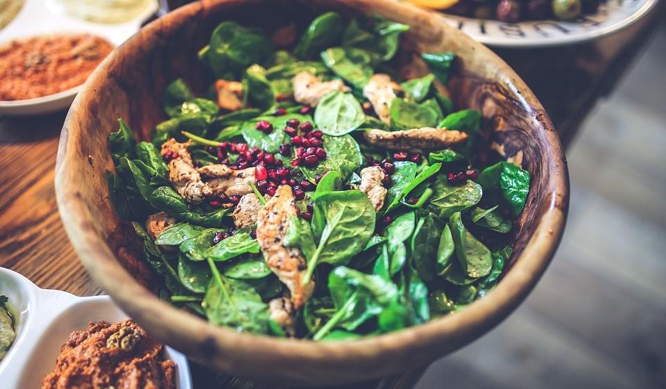 Vegetais verdes escuros - Este tipo de vegetais são uma excelente fonte de fibra insolúvel.
