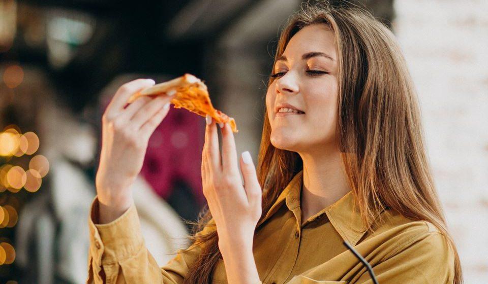 A fome que se sente no final do dia pode ser um pouco ingrata não só porque ainda é cedo para jantar ou porque já é tarde para fazer um lanche. Vamos descobrir porque acontece e como corrigir.