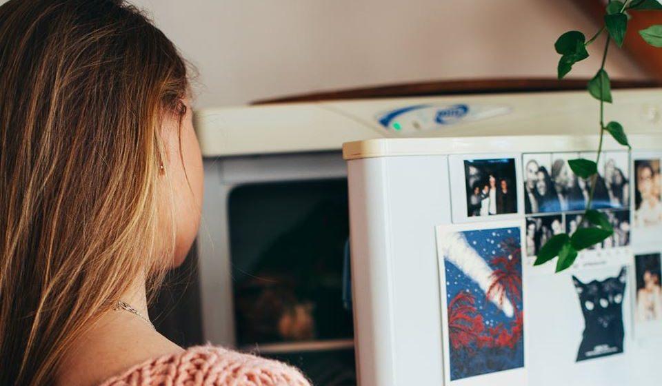 9- Não ceda à tentação de ir ao frigorifico ou à dispensa várias vezes ao dia. De cada vez que abrir o frigorifico para comer pense na razão por que está a comer. Possivelmente perceberá que a principal razão não é porque precisa de calorias, mas porque precisa de conforto.
