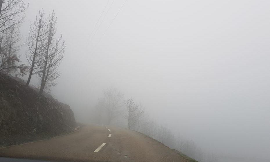Estrada com penhasco junto à Aldeia das Dez
