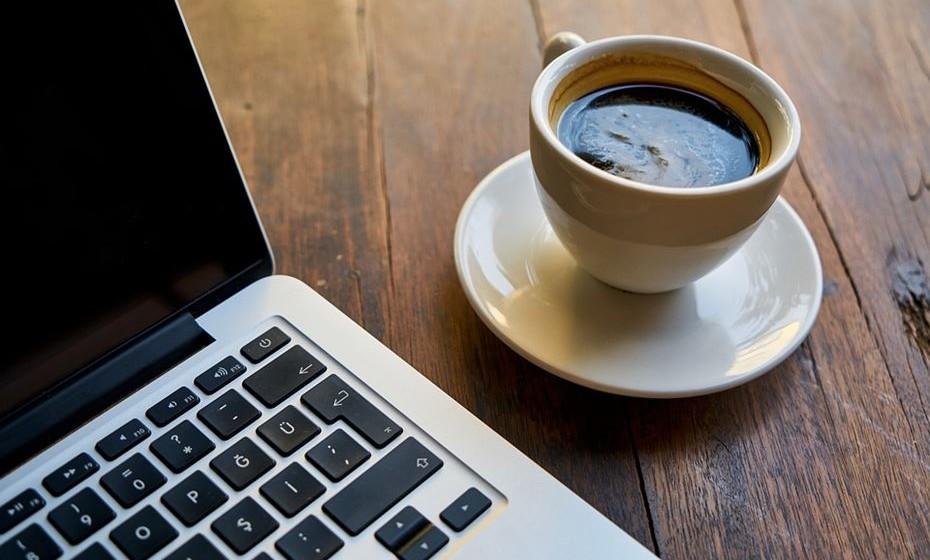 Lungo ou café longo: É um café espresso obtido através da passagem do dobro da água através do pó do café.