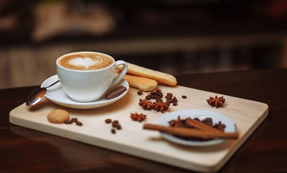 Árabe: Este tipo de café fica mais forte e com personalidade por ter especiarias como canela e cardomomo na sua mistura.