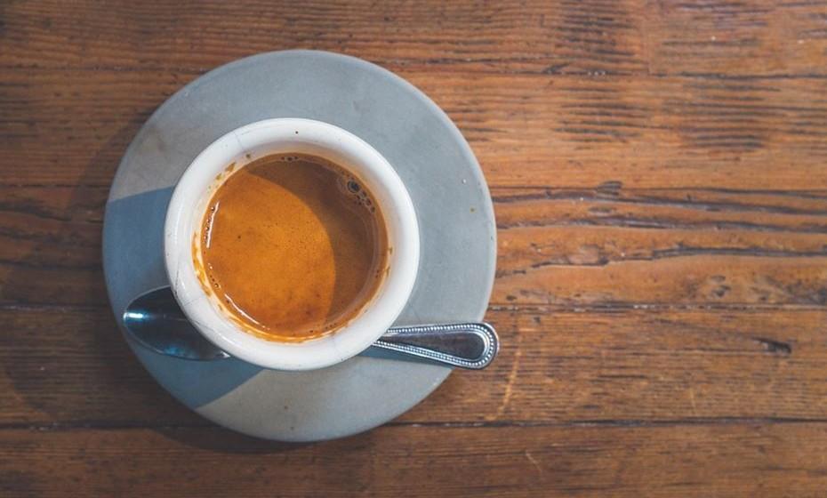 Ristretto ou café curto: É um café espresso tirado com menos água, ficando com um sabor mais forte que um espresso normal.