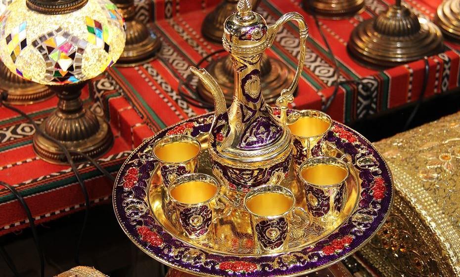 Arranca hoje aquele que é um dos festivais islâmicos mais carismáticos do país. A vila alentejana de Mértola volta a encher-se de cores vibrantes, cheiro a especiarias, sons e melodias árabes, para aquela que é a 10ª edição deste festival que acontece a cada dois anos.