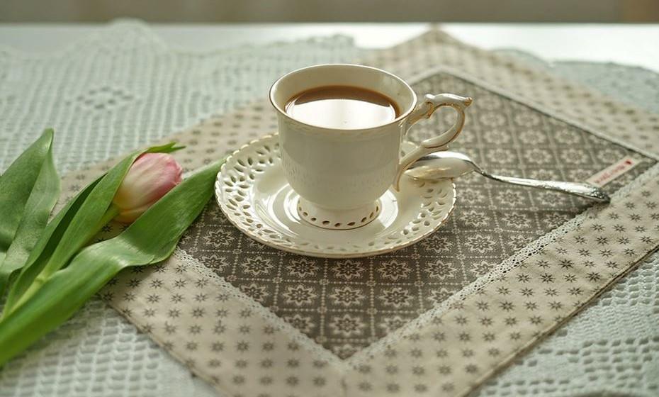 Meia de leite: Trata-se do café filtrado com leite aquecido ou fervido. Também pode apresentar-se como café expresso com leite vaporizado e uma fina camada de espuma de leite.
