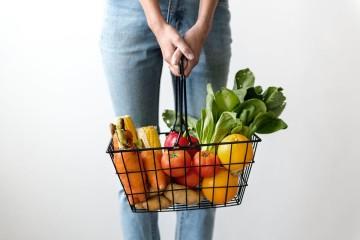 De onde vêm os legumes que compramos? Como chega o pescado à nossa mesa? Hoje, as recomendações de práticas e escolhas alimentares vão muito além do contexto nutricional. Descubra de seguida alguns dos pontos chave que fazem parte de uma dieta sustentável.