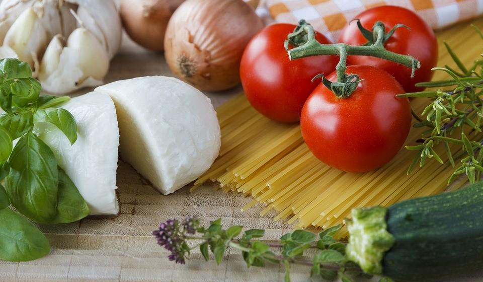 Mozzarella – Este é um queijo de pasta mole que é mais pobre em sódio e calorias do que a maioria dos outros queijos.