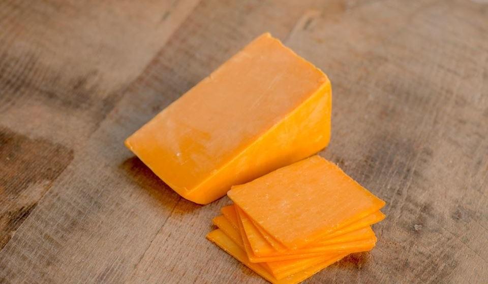 Cheddar – É rico em vitamina K2, um nutriente que impede o cálcio de se acumular nas artérias e veias.