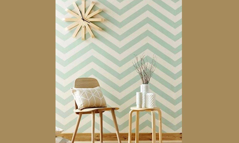 Padrões mais trabalhados conjugados com madeiras e decoração minimalista.