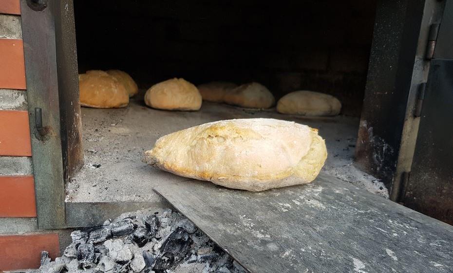 Pode aprender a fazer pão de Mafra.