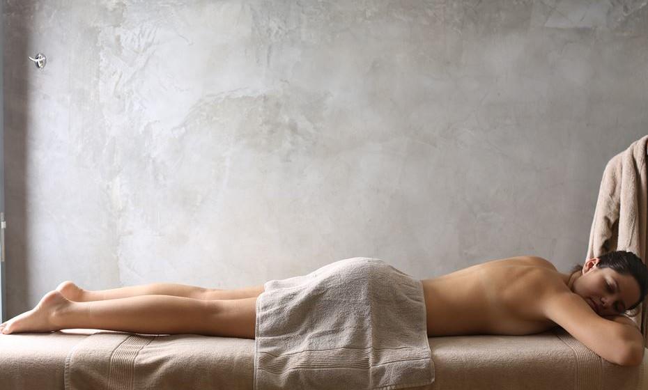 Existem as múltiplas e relaxantes massagens disponíveis no spa, seguidas de sauna, banho turco ou jacuzzi.