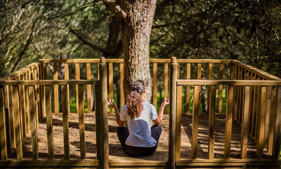 Há vários espaços que convidam à meditação.