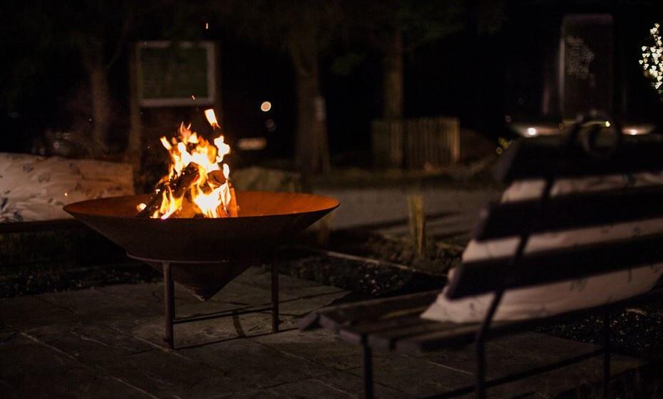 Uma lareira aquece à noite. / Fotos: MOOD e Quinta dos Machados.