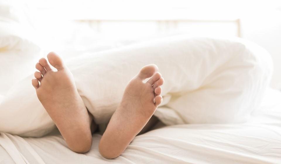 A Sociedade Portuguesa de Pneumologia recomenda oito dicas que podem ajudar a dormir mais e melhor no verão. Veja de seguida.