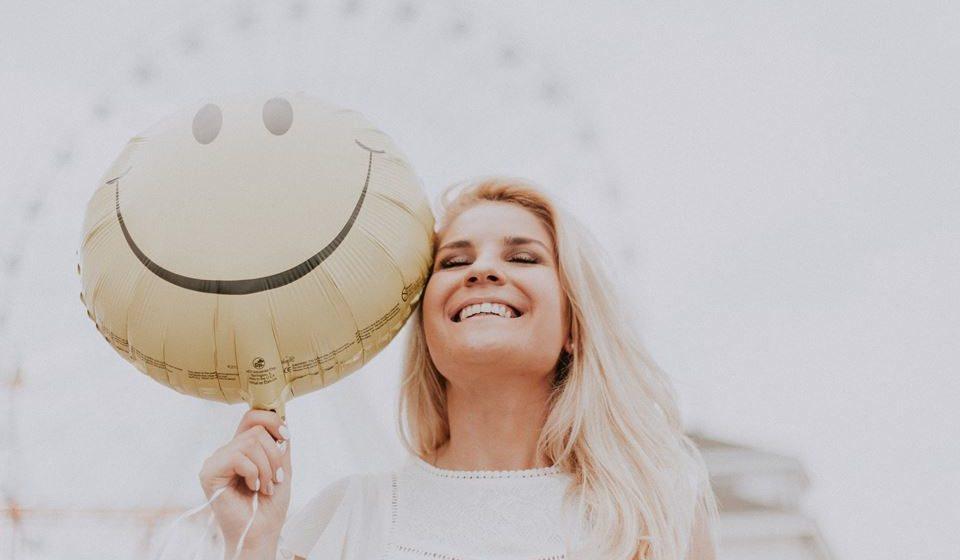 Ensina a olhar a vida de forma positiva e a ajuda na autodescoberta de si mesmo.
