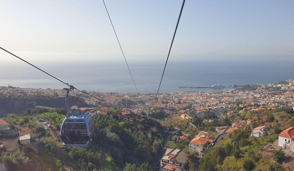 Viagem de teleférico entre o Funchal e o Monte