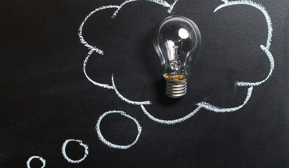 Ajuda a perceber melhor o funcionamento da mente e a conhecer como alcançar resultados.