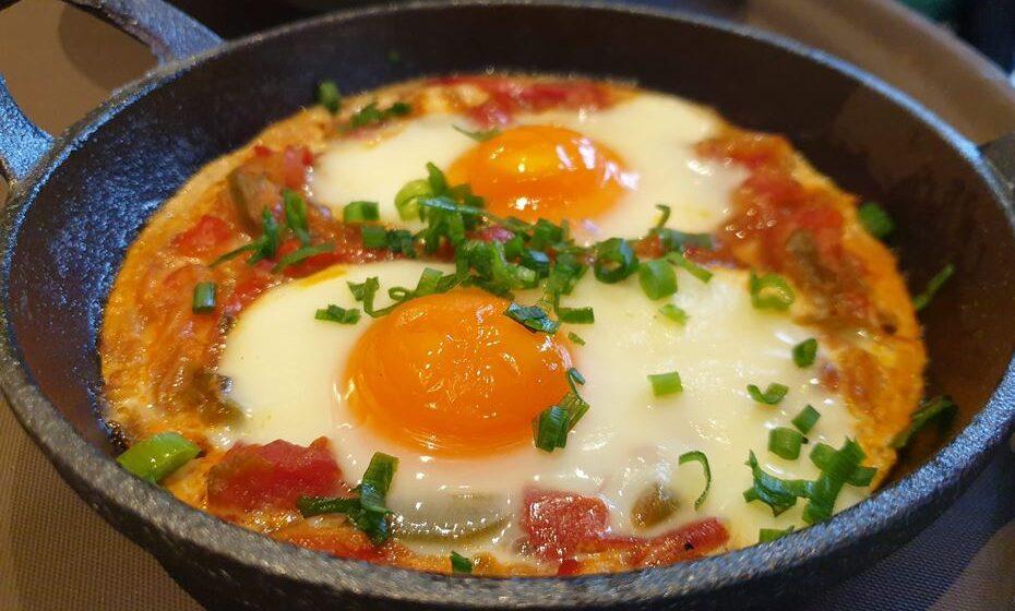 Shakshuka (ovo, tomate e pimentos)