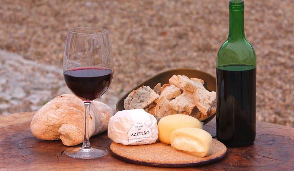O queijo e o vinho são uma combinação ímpar em Azeitão.