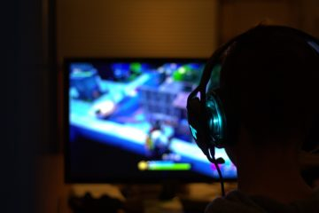 Os videojogos fazem parte da vida de muitos jovens, acompanhando-os desde cedo até à idade adulta. Esta forma de entretenimento é, muitas vezes, mal percecionada por pais e educadores, que não sabem como agir junto das crianças na hora de lhes desligar a consola.