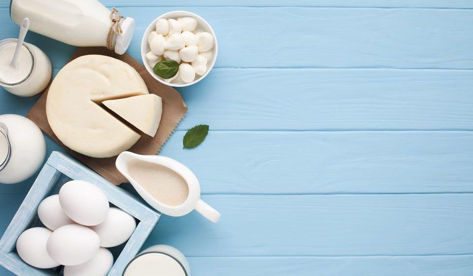 Apesar de a genética ter um grande contributo na determinação da massa óssea, uma boa alimentação pode dar uma ajuda na preservação de ossos saudáveis. Conheça de seguida os alimentos a privilegiar.